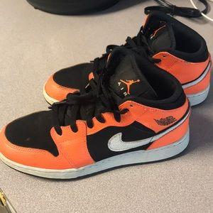 Nike Air Jordan 1 Mid Black Cone